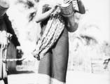 roc wkm klein junge frau mit trommel indonesien