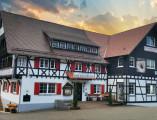 roc bischenberg Ansicht Haus Winter Parkplatz angeschnitten